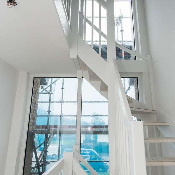 Wanden en plafonds stucen, traphal. prachtig afgewerkt